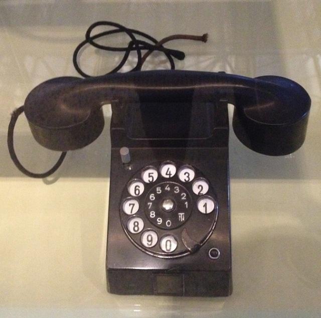 bauhaus-telephone